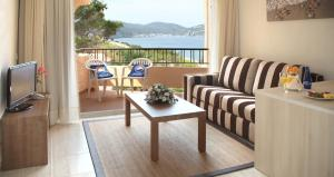 Invisa Hotel Club Cala Blanca, Hotely  Es Figueral Beach - big - 6
