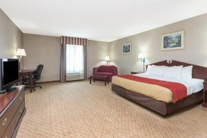 Suite with King Bed and Spa Bath - Non-Smoking