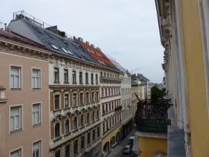 Stadtnest B&B Wien, Bed and breakfasts  Vienna - big - 24