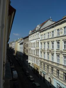 Stadtnest B&B Wien, Bed and breakfasts  Vienna - big - 27