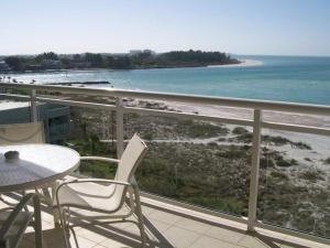 Deluxe Two-Bedroom Suite with Gulf View