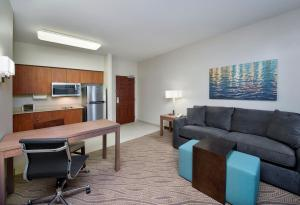 One-Bedroom King Suite with Sofa Bed - Disability Access