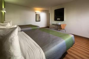 Queen Room with Two Queen Beds with Microwave and Refrigerator - Non smoking