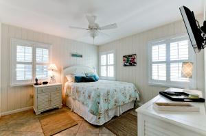 Beach Dream A Two Bedroom Condo-Downstairs, Apartmány  Holmes Beach - big - 11