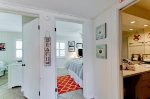 Beach Dream A Two Bedroom Condo-Downstairs, Apartmány  Holmes Beach - big - 13