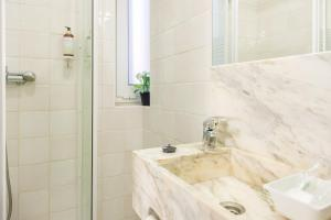 Centenary Fontainhas Apartments, Apartmány  Porto - big - 52