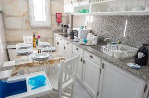 Centenary Fontainhas Apartments, Apartmány  Porto - big - 28