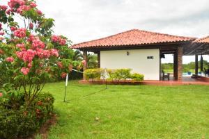 Hotel Campestre San Juan de los Llanos, Виллы  Yopal - big - 38