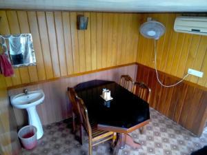 Beach Paradise House Boat
