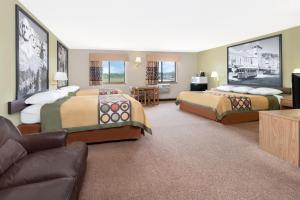 Superior Queen Suite with Three Queen Beds- Non-Smoking