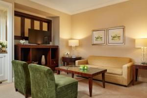 Junior Suite with Executive Club Access