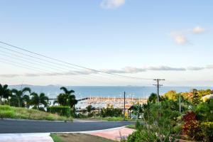 Heliconia on Kara, Prázdninové domy  Airlie Beach - big - 17