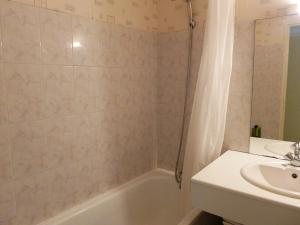Apartment Valériane, Apartmány  Lahubiague - big - 9