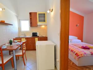 Apartment Naomi, Apartmány  Brodarica - big - 19