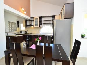 Apartment Naomi, Apartmány  Brodarica - big - 8