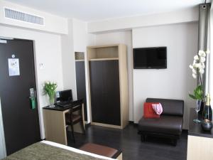 Family Room (4-5 Adults)