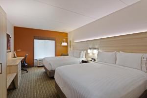 Queen Room with Two Queen Beds - Hearing/Mobility Accessible