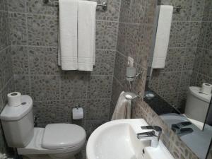 Hotel Bujtina e Bardhe, Hotel  Korçë - big - 28