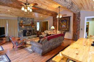 Manzanita Cabin - Bass Lake, Dovolenkové domy  Oakhurst - big - 3