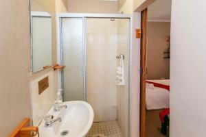 Habitación Doble Estándar con vistas a la piscina o al jardín - 2 camas