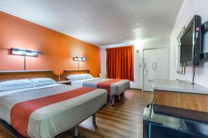 Deluxe Double Room with Two Double Beds with View - Non-Smoking
