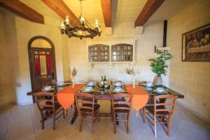 Ta Tumasa Farmhouse, Отели типа «постель и завтрак»  Nadur - big - 123