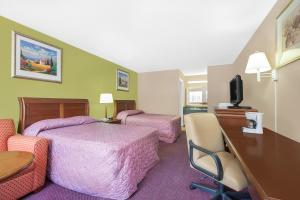 Double Room with Two Double Beds - Smoking (3 Adults)