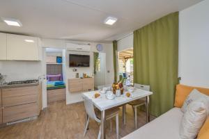 Campsite Sunny Home Soline, Комплексы для отдыха с коттеджами/бунгало  Биоград-на-Мору - big - 32
