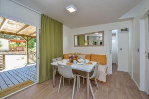 Campsite Sunny Home Soline, Комплексы для отдыха с коттеджами/бунгало  Биоград-на-Мору - big - 23