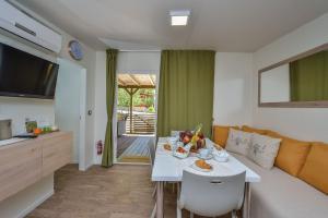 Campsite Sunny Home Soline, Комплексы для отдыха с коттеджами/бунгало  Биоград-на-Мору - big - 15