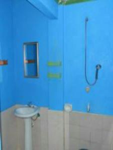 Guanna's Place Room and Resto Bar, Inns  Malapascua Island - big - 43