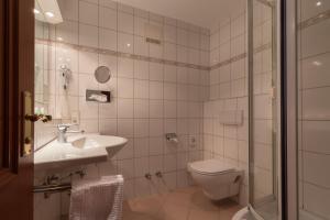 Hotel-Restaurant Vinothek Lamm, Hotel  Bad Herrenalb - big - 5