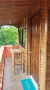 Guanna's Place Room and Resto Bar, Inns  Malapascua Island - big - 42
