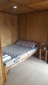 Guanna's Place Room and Resto Bar, Inns  Malapascua Island - big - 41