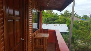 Guanna's Place Room and Resto Bar, Inns  Malapascua Island - big - 36