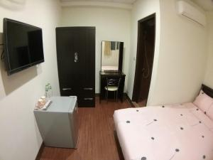 Malaya Guest House, Homestays  Budai - big - 13