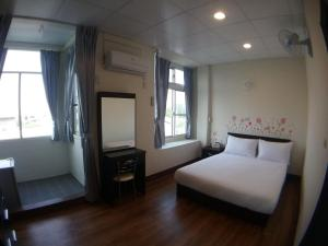 Malaya Guest House, Homestays  Budai - big - 6