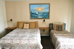 Queen Room with Queen and Twin Bed