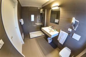 Grand Hotel Europa, Отели  Ривизондоли - big - 13