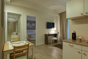 Aruna Suites, Holiday homes  Rome - big - 25