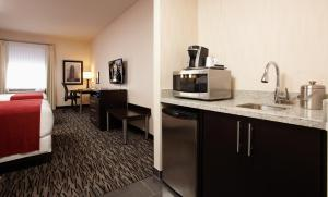 Queen Suite with Two Queen Beds - Non Smoking