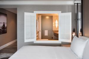 Superior Quadruple Room - Partial Ocean View