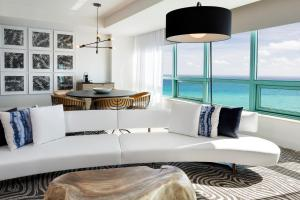 One-Bedroom Governors Suite - City View/Intracoastal Way