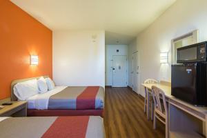 Motel 6 Dale