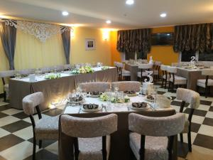 AMBER Hotel & Cafe, Hotels  Bohorodchany - big - 51