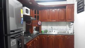 Habitaciones en Medellín (Apartahotel Ferjaz), Гостевые дома  Медельин - big - 140