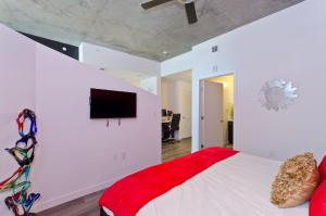 Popular DTLA Designer Suite With Massive Views, Apartmány  Los Angeles - big - 5