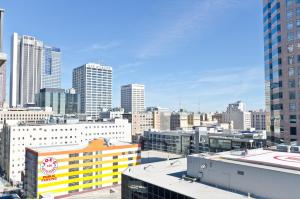 Popular DTLA Designer Suite With Massive Views, Apartmány  Los Angeles - big - 20