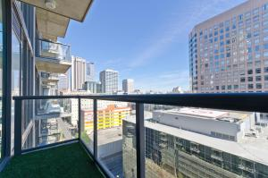 Popular DTLA Designer Suite With Massive Views, Apartmány  Los Angeles - big - 21