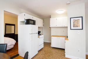 112 Myrtle St #9 by Lyon Apartments, Apartments  Boston - big - 18